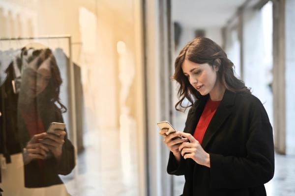 手機上的搜尋者經常希望找到附近的商家